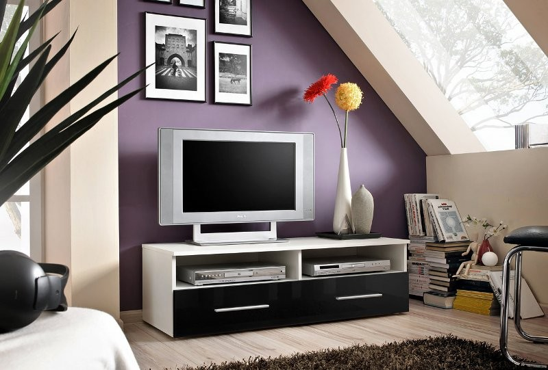 Bil 4 - high gloss black front tv stand